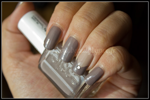 Essie chinchilly sand tropez beauty by poc - Ongle en gel gris ...