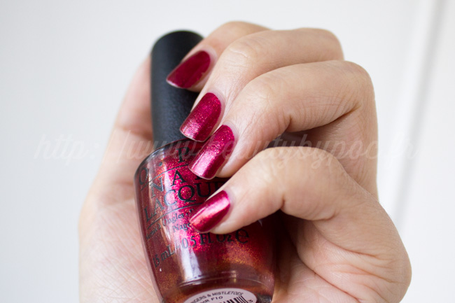 OPI : Red Fingers & Mistletoes - Gwen Stefani / Noël 2014